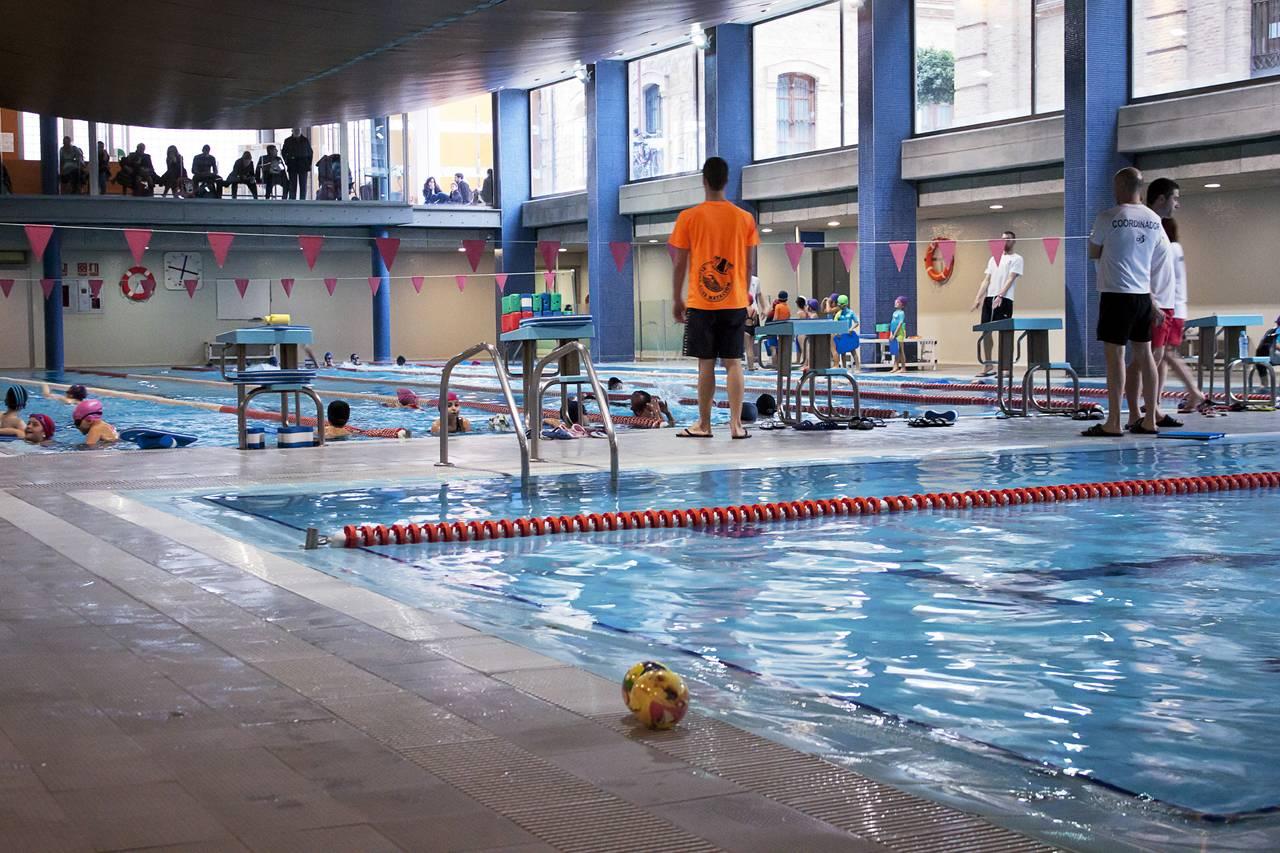 Complex esportiu cultural petxina fundaci n deportiva for Piscina municipal de valencia