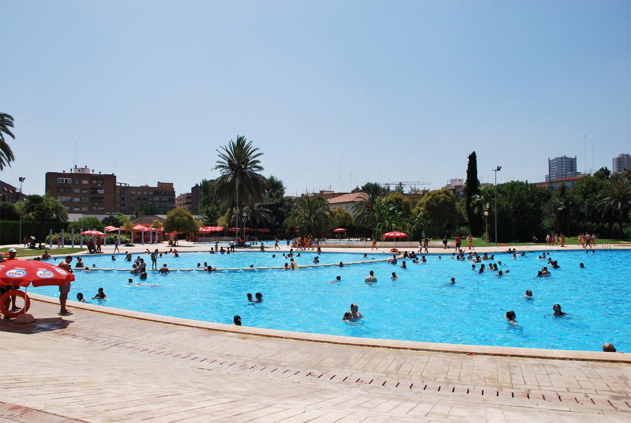 Piscinas de verano y cursos de nataci n fundaci n for Curso piscinas