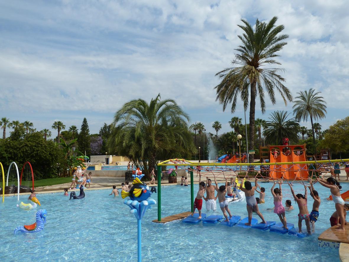 Llega el calor y la diversi n abren las piscinas de for Piscina parque benicalap