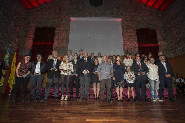 El salón de actos del Complejo Deportivo Cultural Petxina se llenó ayer por completo, reuniendo a más de 300 personas, para celebrar la gala de entrega de trofeos de los Premios al Mérito Deportivo Ciutat de València. Año 2016