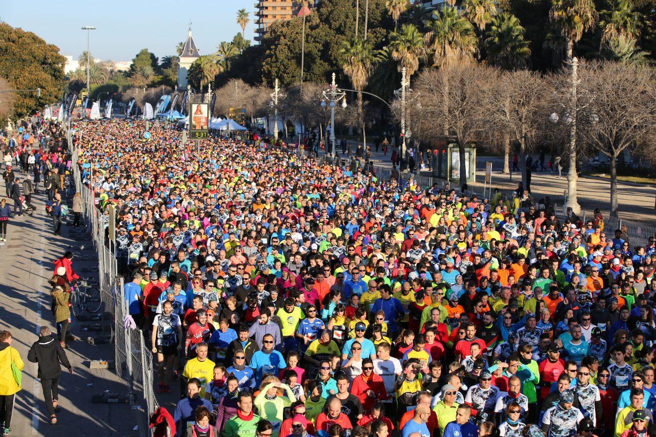El 10K Valencia Ibercaja bate su récord con 11.000 corredores cruzando la meta