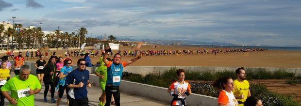 """Els """"runners"""" del Circuit contra vent, asfalt i arena"""