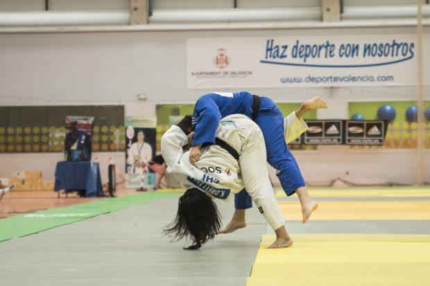 Judocas de 11 países preparan los Juegos Olímpicos en Benimaclet