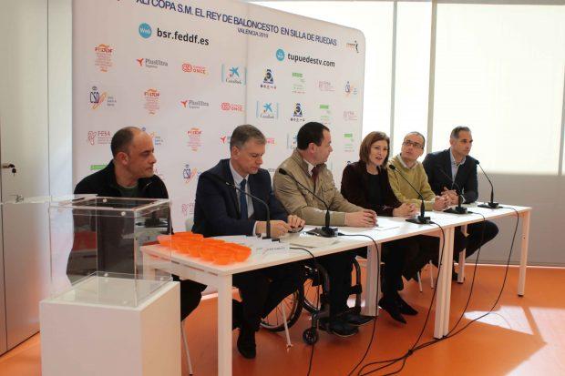 Maite Girau junto a Xicu Costa, Gabriel Melis, Victor Luengo, Carles Baixaulí y José Alberto Álvarez.