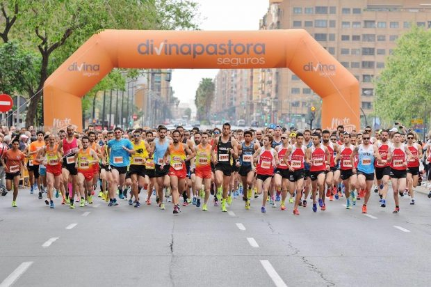 Més de 5 000 corredors travessen la meta en la Carrera José Antonio Redolat