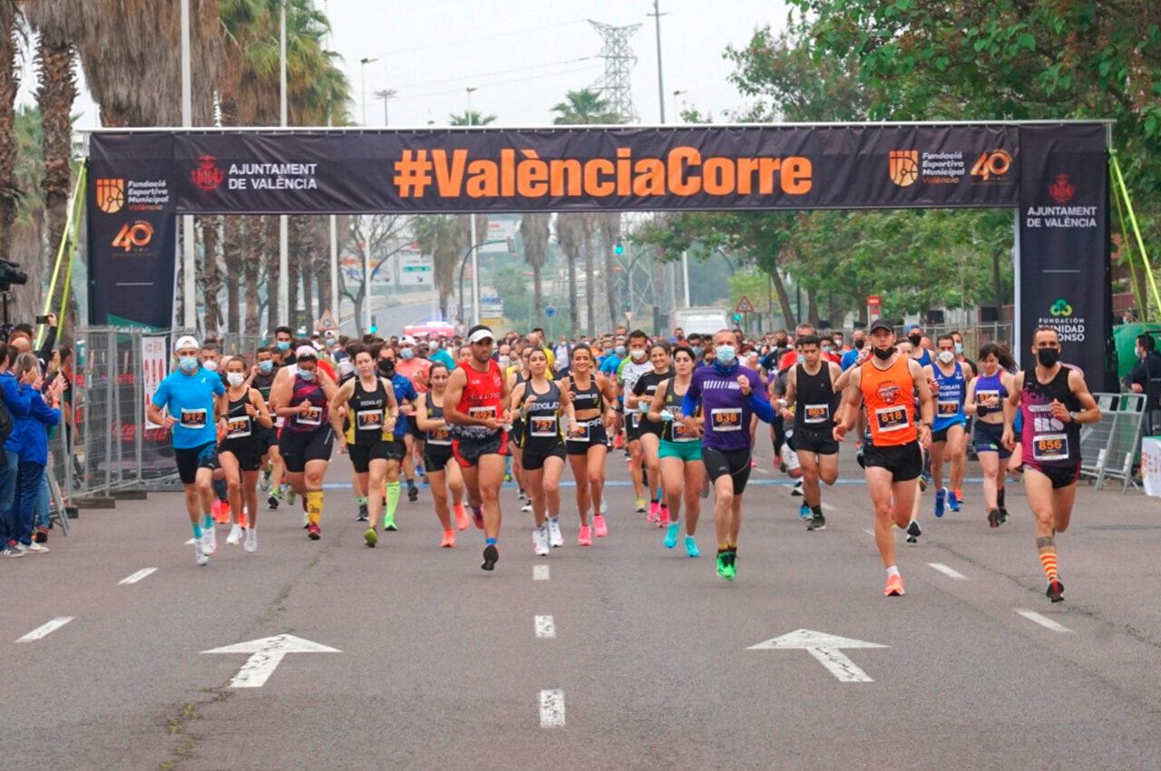 La IX Carrera Universitat de València abre inscripciones para 1.500 corredoras y corredores. La prueba popular regresa a las calles con un recorrido de 5.570 metros, con inicio en la avenida Primado Reig