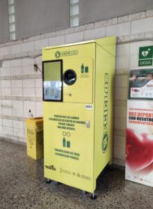 Les instal·lacions esportives municipals incorporen màquines que recompensen el reciclatge de plàstic