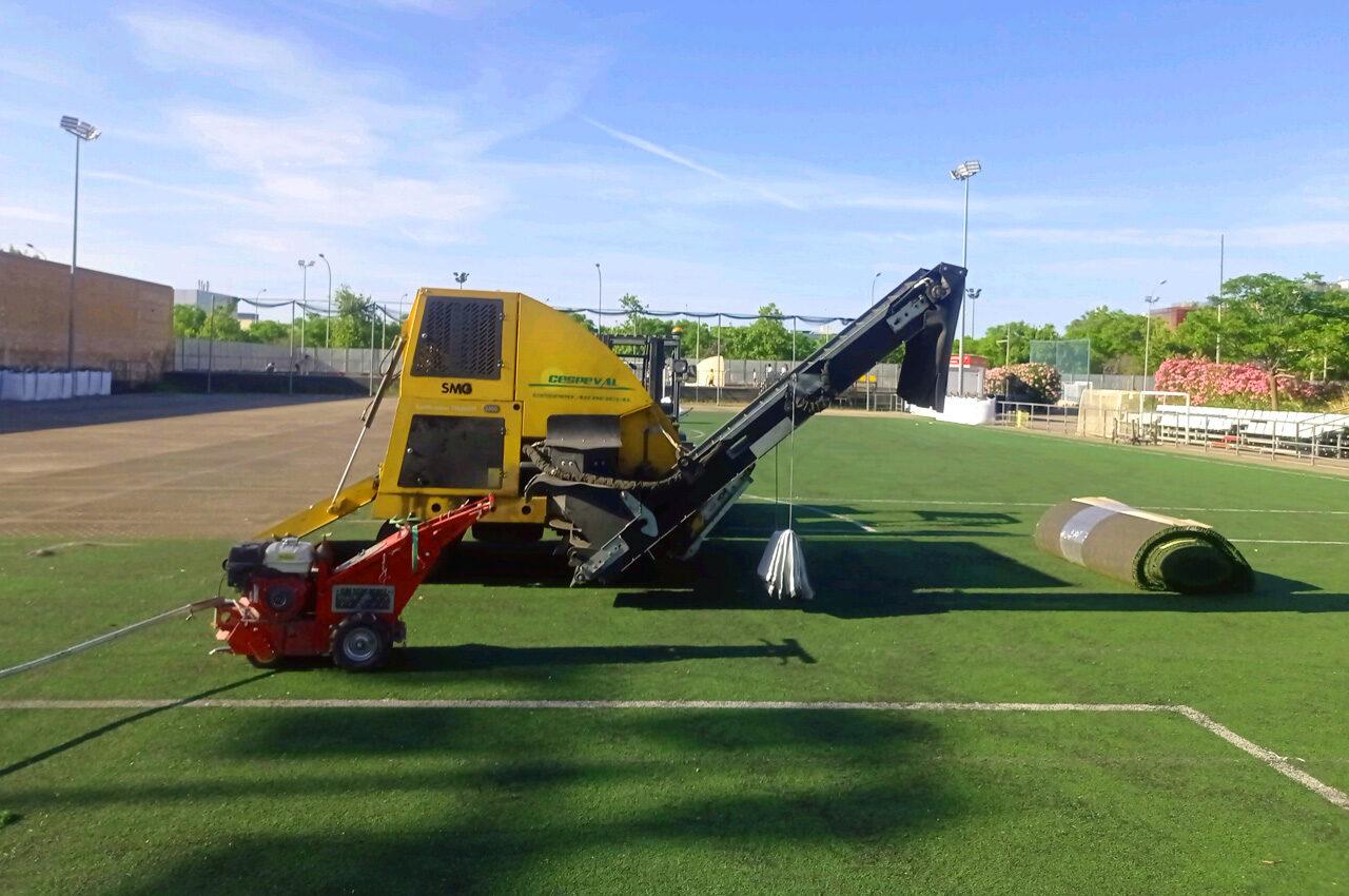 La Fundación Deportiva Municipal (FDM) ha renovado el césped artificial de 15 pistas deportivas de 5 polideportivos municipales