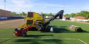 Renovamos el césped artificial de las instalaciones deportivas