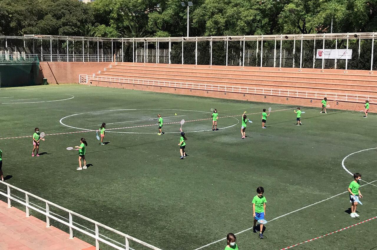 Bàsquet, bàdminton, hoquei, karate, waterpolo… Quasi 6.000 xiquetes, xiquets i joves de València gaudeixen ja dels campus d'estiu organitzats per la Fundació Esportiva Municipal