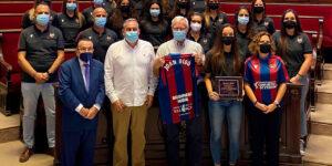 L'Ajuntament de València rep a l'equip femení del Levante UD BM Marni