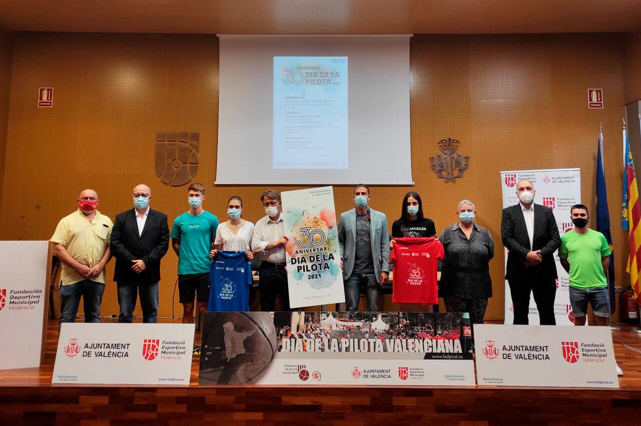 La Fundación Deportiva Municipal del Ayuntamiento de València ha acogido hoy la presentación del programa de actos