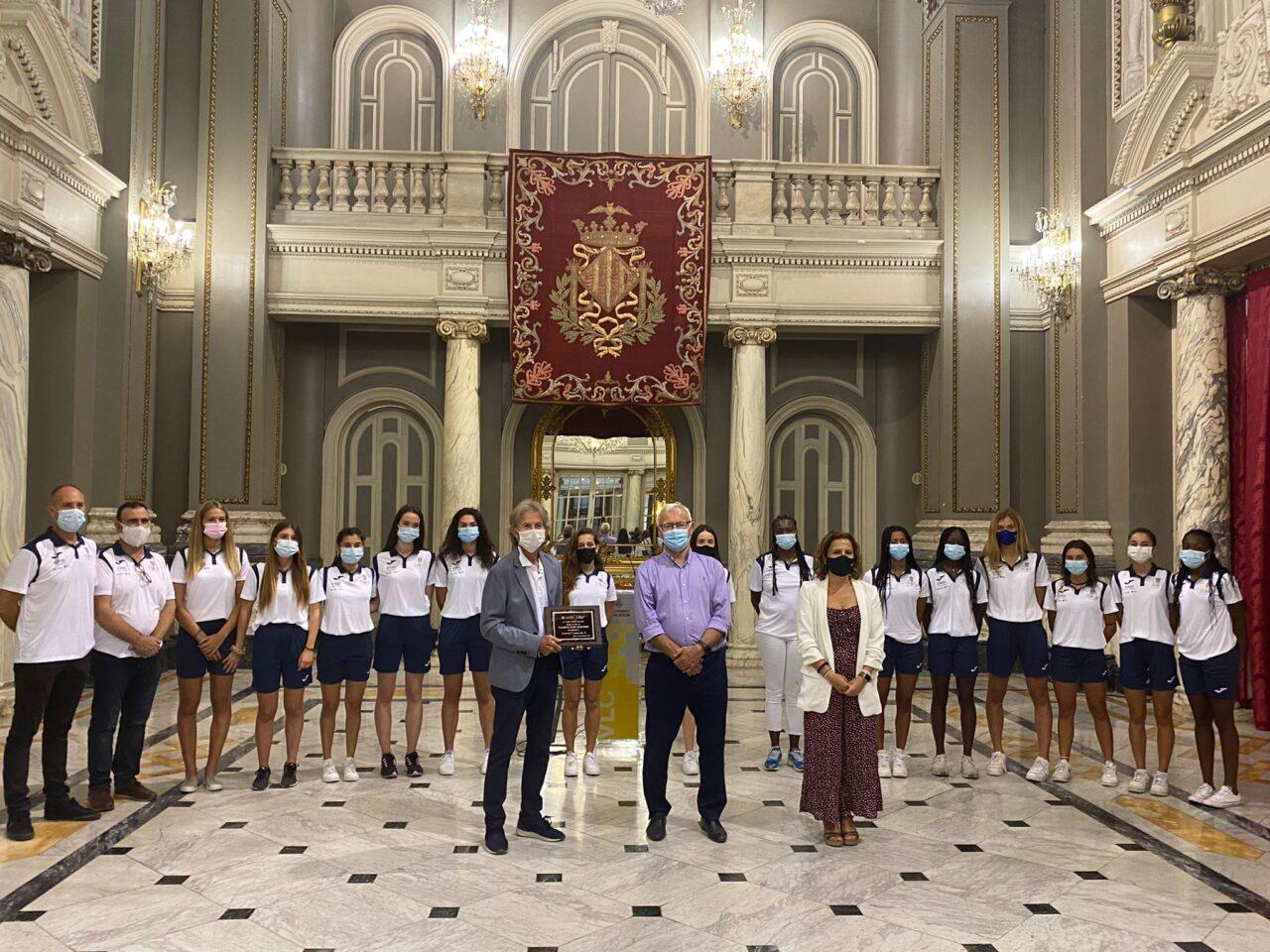 L'Ajuntament de València rep a les atletes València Club d'Atletisme. Les esportistes es van proclamar el mes de maig Campiones d'Espanya Sub-20